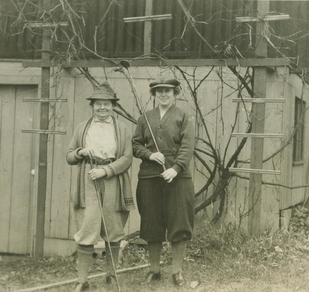 Angus family members dressed for a game of golf, 1923
