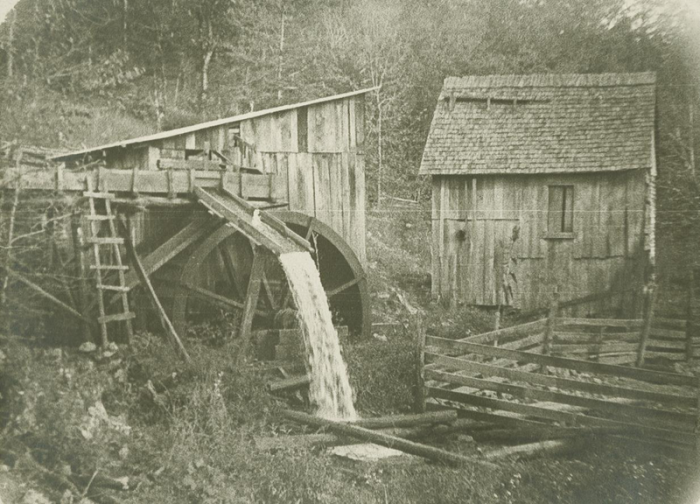 Waterwheel at mill near Cumberland, Tennessee.